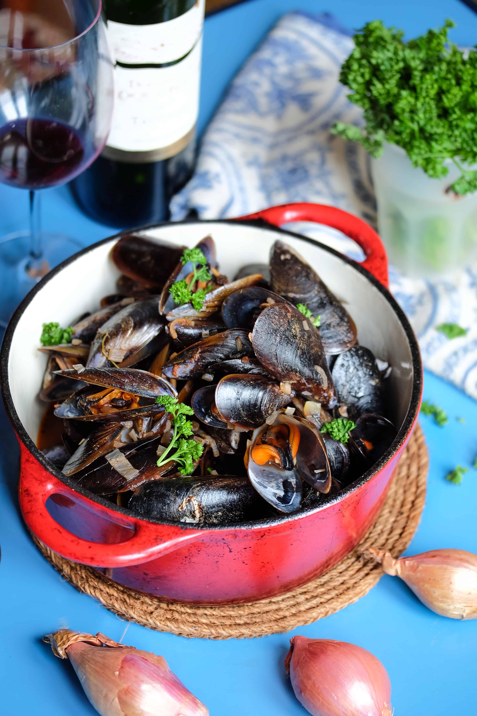 "Mussels in Tomato Sauce ""Classic Mussel recipe"""