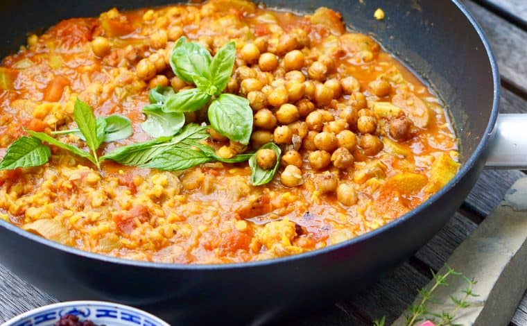 Rhubarb Lentil Curry by Truefoodsblog