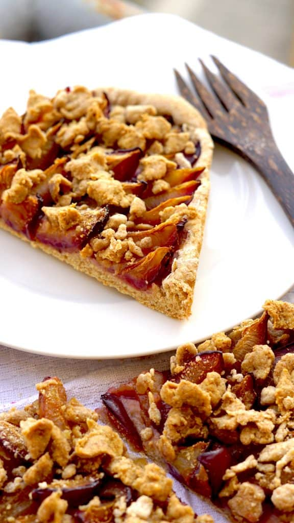 Vegan Plum Cake with Cinnamon crumbles - Grandmothers classic by Truefoodsblog