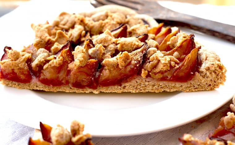 Vegan Plum Cake with Cinnamon crumbles - Grandmothers classic by Truefoodsblog 11