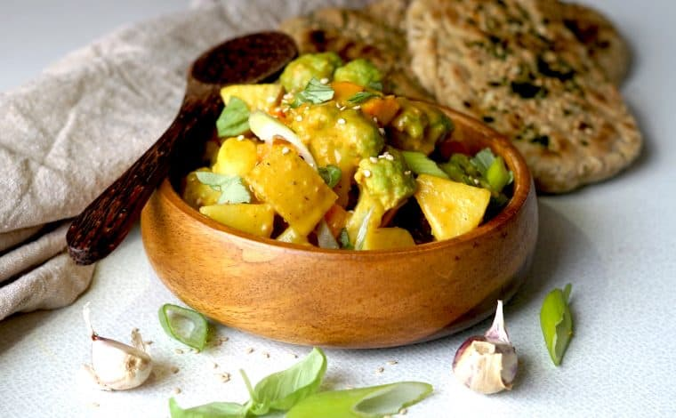 Vegan Green Cauliflower-Potato Curry by Truefoodsblog
