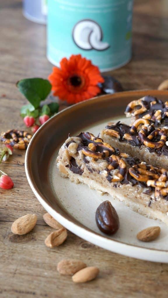 Vegan Salted Caramel, Pretzel & Macadamia-Almond Bars Inspired by Gaz by Truefoodsblog 11