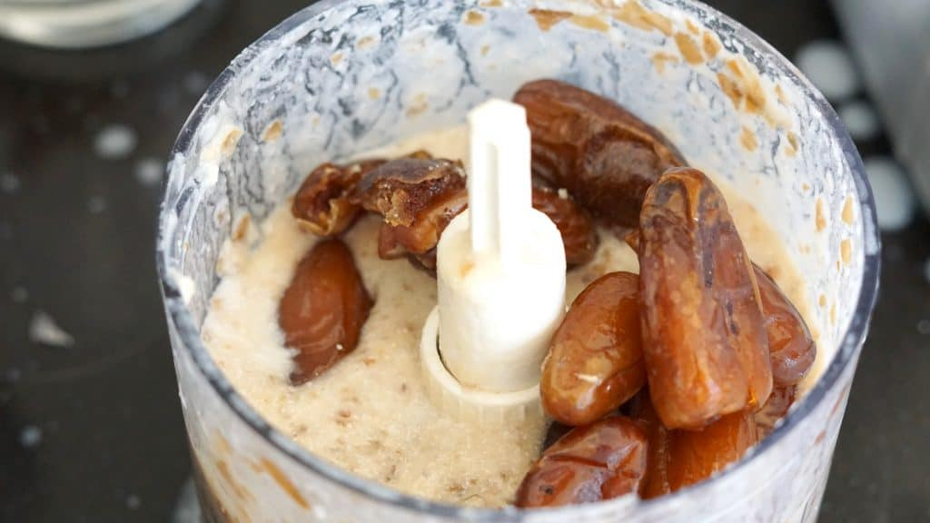 Vegan Salted Caramel, Pretzel & Macadamia-Almond Bars Inspired by Gaz by Truefoodsblog 5