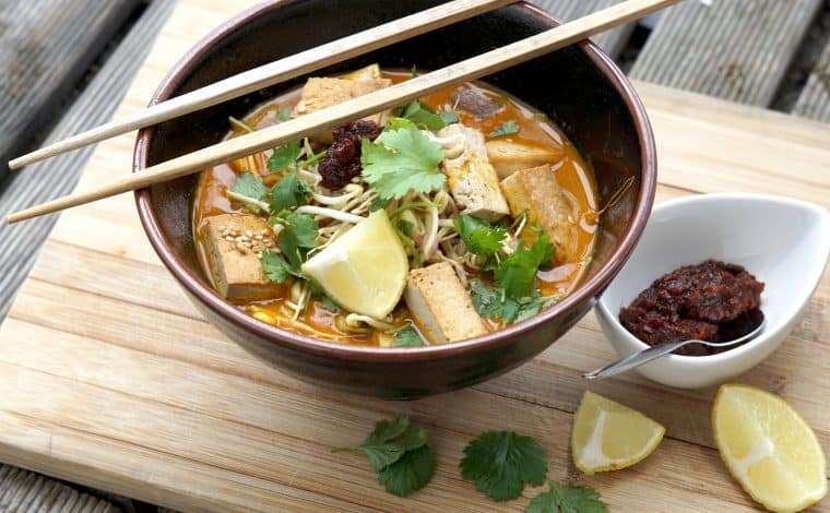 Vegan Laksa Soup - Malaysia´s Best Breakfast Ever 5